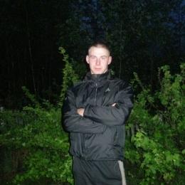 Парень ищет девушку для секса с игрушками в Севастополе