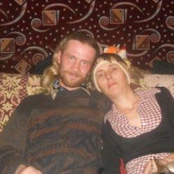 Пара ищет девушку в Севастополе